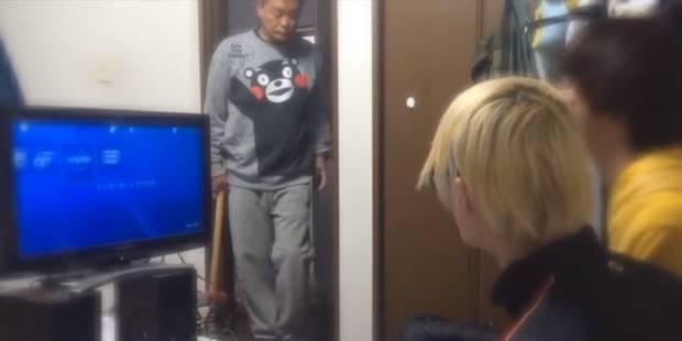 Excédé, il explose la Playstation de son enfant avec une masse ! (VIDEO) - La DH