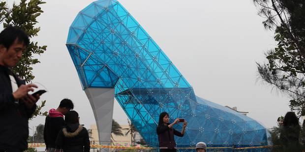 A Taïwan, les jeunes mariés pourront prendre la pose devant un soulier de verre géant - La DH