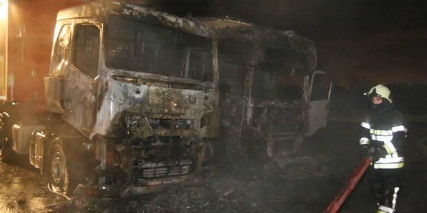 Deux camions en feu à Wanfercee-Baulet - La DH
