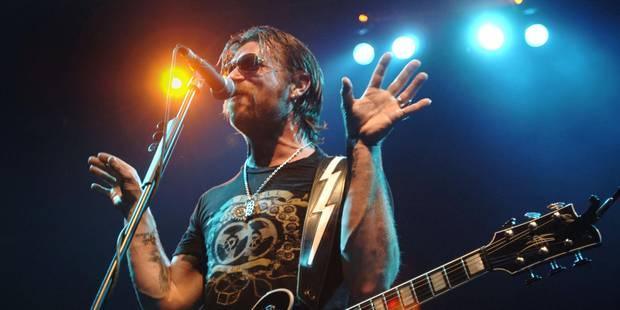 """Le chanteur d'Eagles of Death Metal certain d'être """"chargé par Dieu"""" de revenir à Paris - La DH"""