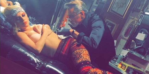 Lady gaga se fait tatouer le visage de Bowie sur les côtes - La DH
