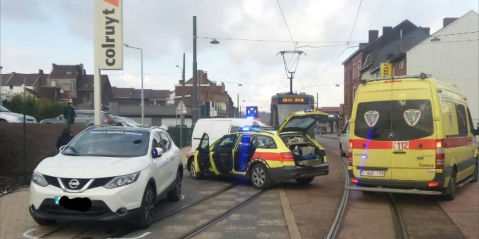 Dampremy: quatre blessés dont un bébé lors d'une collision avec un tram (PHOTOS)