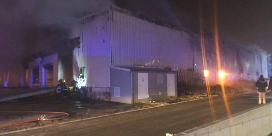 Jumet: important incendie dans un bâtiment industriel