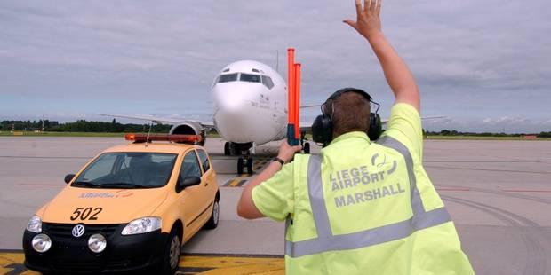 Aéroport de Liège: sécurité renforcée et hall désert... - La DH