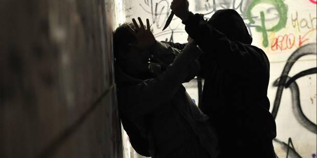 Par jalousie, il jette un couteau sur sa compagne prostituée - La DH