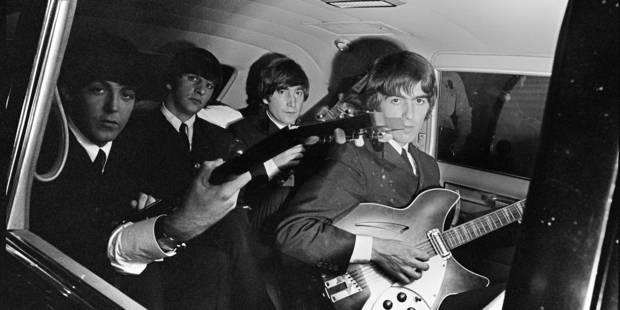 Des images inédites des Beatles occupés à faire les pitres avant un show - La DH