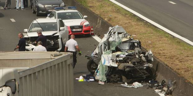 Une section de l'A8 Tournai-Bruxelles fermée après un terrible crash - La DH