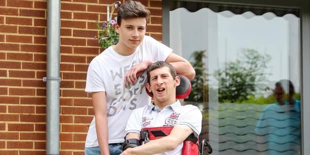 À 16 ans, il portera son frère infirme dans un triathlon - La DH