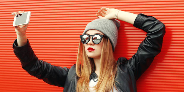 Attention au «selfie elbow», la maladie des accros du selfie ! - La DH