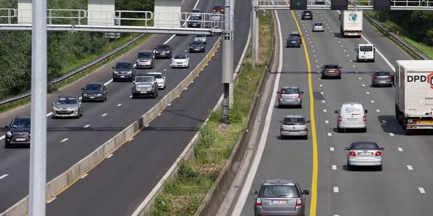 Accident à Ternat sur la E40: deux bandes obstruées, circulation ralentie