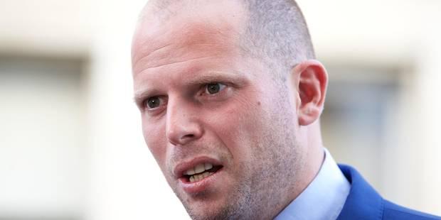 Theo Francken envisage d'enfermer les personnes en séjour illégal plus longtemps - La DH
