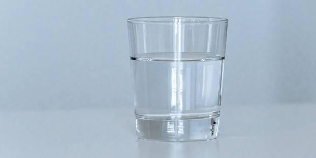Après un accident, il va vite boire de l'eau dans un café? - La DH