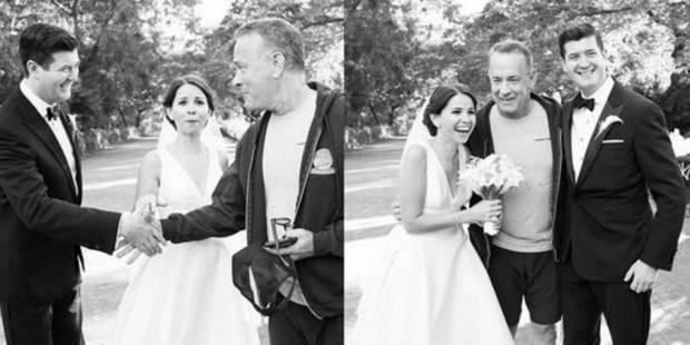 Tom Hanks pose avec un couple de mariés - La DH