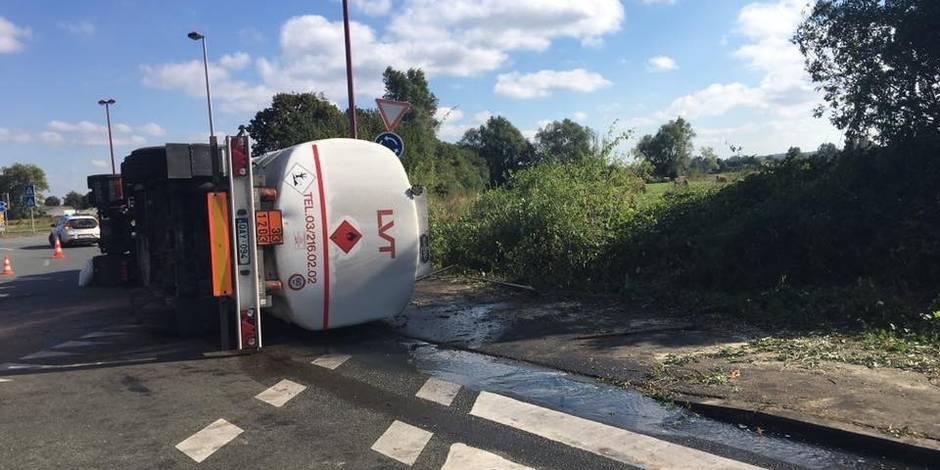 Pollution importante de mazout provoquée par un camion-citerne qui s'est renversé à Thulin