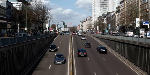 Un conducteur de scooter mortellement percuté par une voiture à Ixelles - La DH