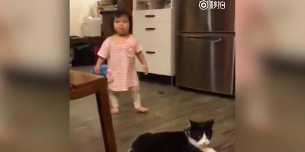 Un chat fait un croche-patte à une petite fille - La DH