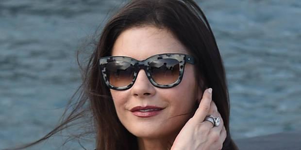 Catherine Zeta-Jones prend sa revanche sur les paparazzis - La DH