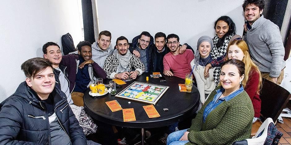 Bruxelles - Café la perle du Riff: l'association AWSA milite pour plus de présence feminine dans les cafés exclusivement fréquentés par des hommes