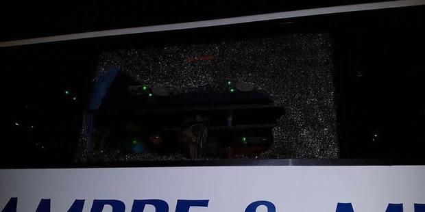 Eupen-Charleroi: un car de supporters carolos caillassé à la sortie du stade - La DH