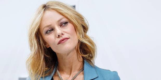 French actress Vanessa Paradis poses before the Chanel 2016 Spring/Summer ready-to-wear collection fashion show, on October 6, 2015 at the Grand Palais in Paris. AFP PHOTO / FRANCOIS GUILLOT