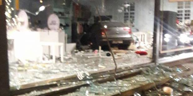 Lobbes: La voiture finit sa course dans le magasin (PHOTO) - La DH