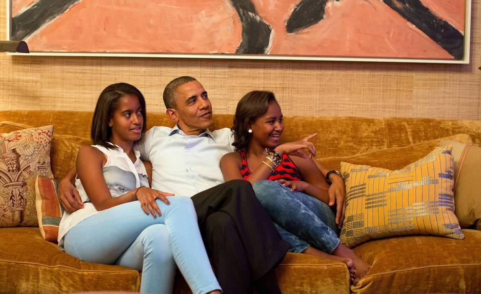 Septembre 2012. Elles regardent à la télévision un speech de leur mère.