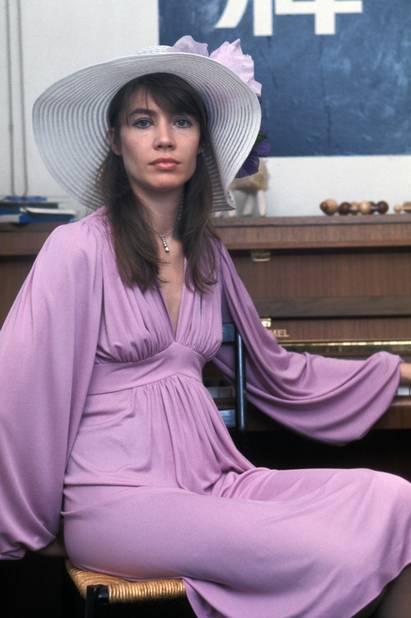 Françoise Hardy chez elle à Paris en 1974