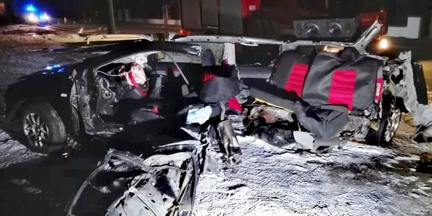 Terrible accident hotton il heurte un poteau sa voiture coup e en deux la dh - Accident de voiture coup du lapin ...