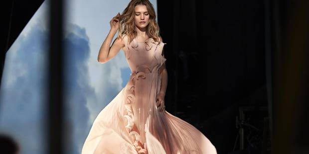 Voici la robe H&M fabriquée à base de déchets en plastique issus des océans - La DH