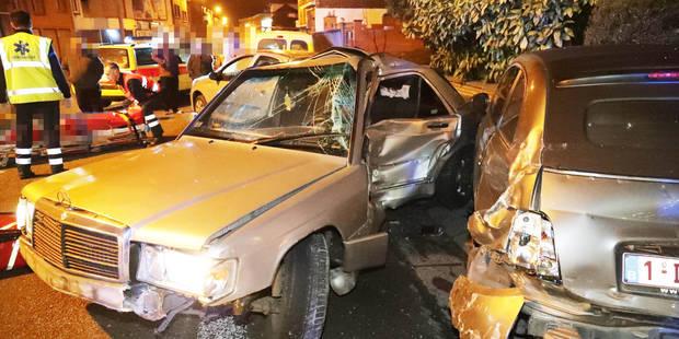 Monceau-sur-Sambre: Il percute 4 véhicules et une remorque en stationnement - La DH