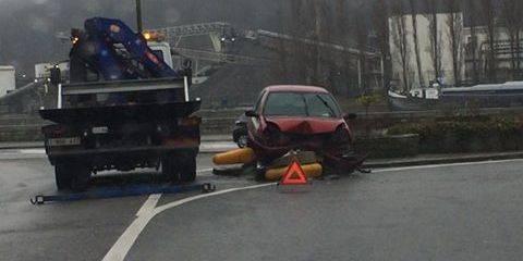Engis: Une voiture s'écrase sur un îlot directionnel - La DH