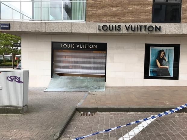Attaque à la voiture-bélier chez Louis Vuitton à Knokke  les 150 ... 704b367d3da
