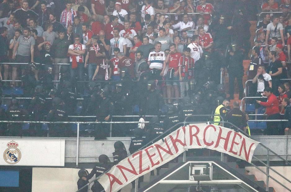 Fracture du pied pour Manuel Neuer, saison terminée — Bayern Munich