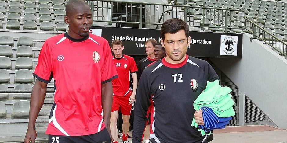 20110520 - LIEGE, BELGIUM: Standard's Eduardo Perreira Dos Santos Kanu and Standard's assistant coach Sergio Conceicao pictured before a training session of Belgian first division soccer team Standard de Liege, at Brussels King Baudouin stadium (stade Roi Baudouin/Koning Boudewijnstadion), Friday 20 May 2011. Tomorrow, Standard and Westerlo play the final of the Cofidis Cup in Brussels. BELGA PHOTO MICHEL KRAKOWSKI