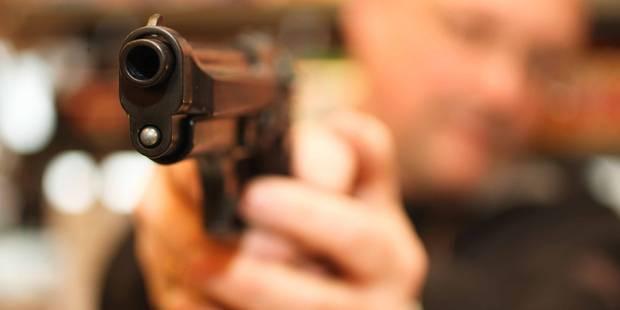 Mons: Il se baladait avec un fusil chargé - La DH