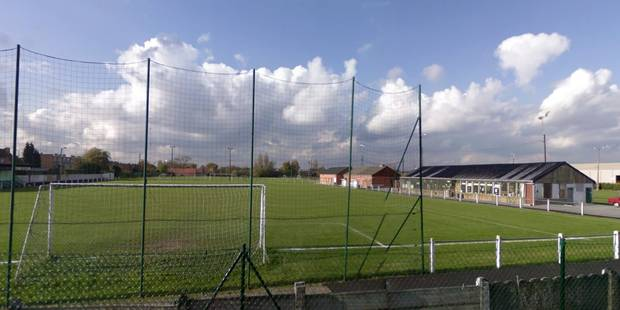 """Panique sur un terrain de foot à Mouscron: Un joueur """"a véritablement été massacré à coups de poing"""" par un spectateur -..."""
