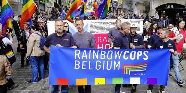 Belgian Pride à Bruxelles: Sur le stand de la police LGBT - La DH