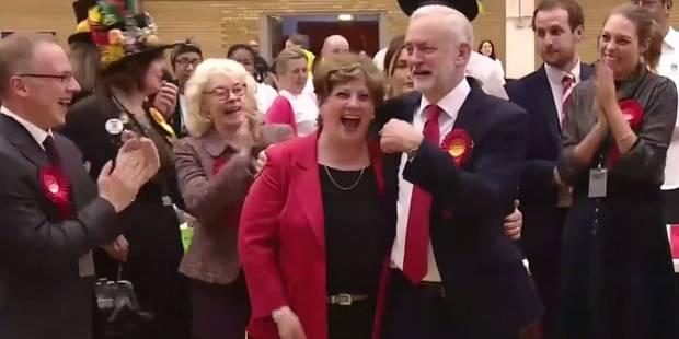 """Le """"high five"""" raté du chef de parti travailliste après son bon résultat aux élections (VIDEO) - La DH"""