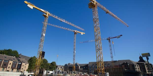 Les ouvriers roumains qui occupaient deux grues à Louvain-la-Neuve sont descendus - La DH