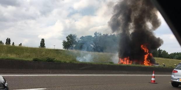 Un bus en feu provoque la pagaille sur le ring extérieur de Bruxelles - La DH