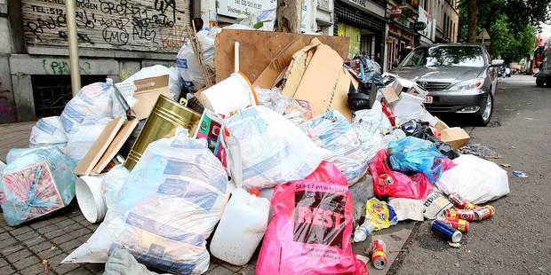 Propreté publique à Bruxelles: Signalez les dépôts clandestins en deux clics - La DH