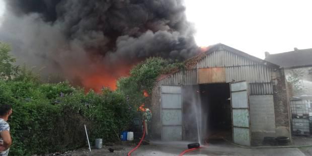Dampremy : le feu dans un dépôt de pneus, une boucherie menacée (PHOTOS) - La DH
