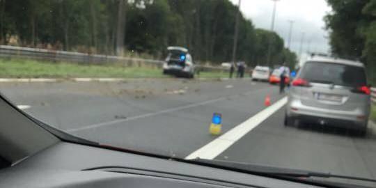 Seneffe: chaos sur l'autoroute après une course poursuite, le seul homme en fuite a été interpellé - La DH