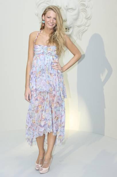 En 2010, elle assiste, très belle, au défilé Chanel, dont elle porte régulièrement les créations.