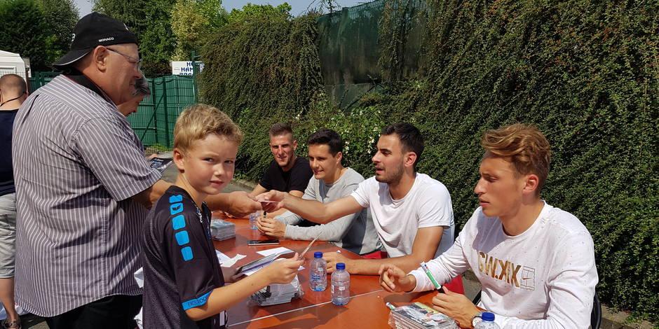 Excel Mouscron: Les joueurs à la rencontre des supporters lors du Fan Day