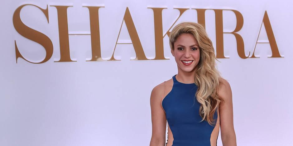 Shakira s'offre un bain de minuit plutôt sexy ! (VIDEO)