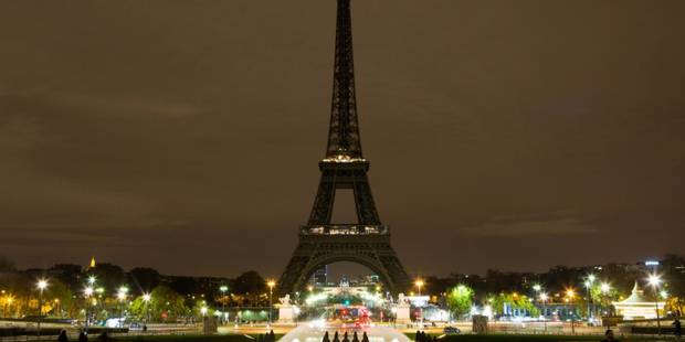 La Tour Eiffel éteinte en hommage aux victimes de Las Vegas et Marseille - La DH