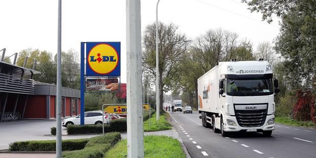 Des camionneurs irresponsables sur la RN42 à Lessines - La DH