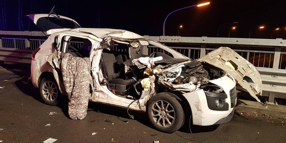 courcelles le passager d 39 une voiture perd un bras dans une collision sur l 39 e42 la dh. Black Bedroom Furniture Sets. Home Design Ideas