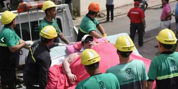 Ils abattent un mur pour faire passer une femme de 490 kilos - La DH